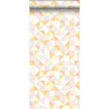behang driehoekjes poederroze, pastel perzikoranje, pastel geel, licht warm grijs en glanzend goud