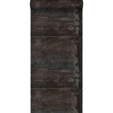 behang grote verweerde roestige metalen platen met klinknagels zwart en glanzend parelmoer
