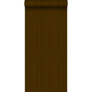 behang fijne strepen bruin en glanzend goud